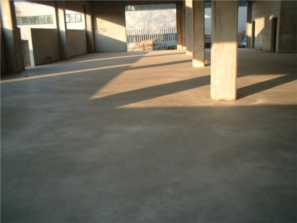 pavimento in calcestruzzo a spolvero di quarzo